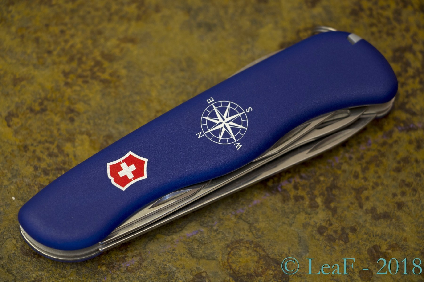 439 Helmsman Leaf S Victorinox Knives Collection