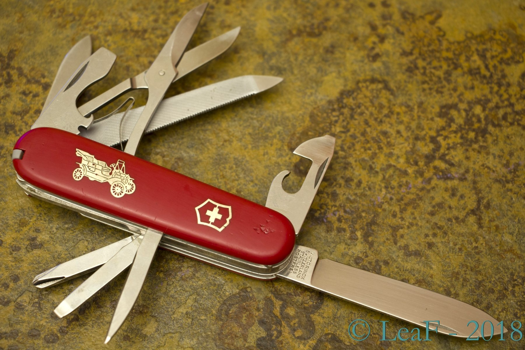 079  Grand Prix  U2013 Leaf U0026 39 S Victorinox Knives Collection
