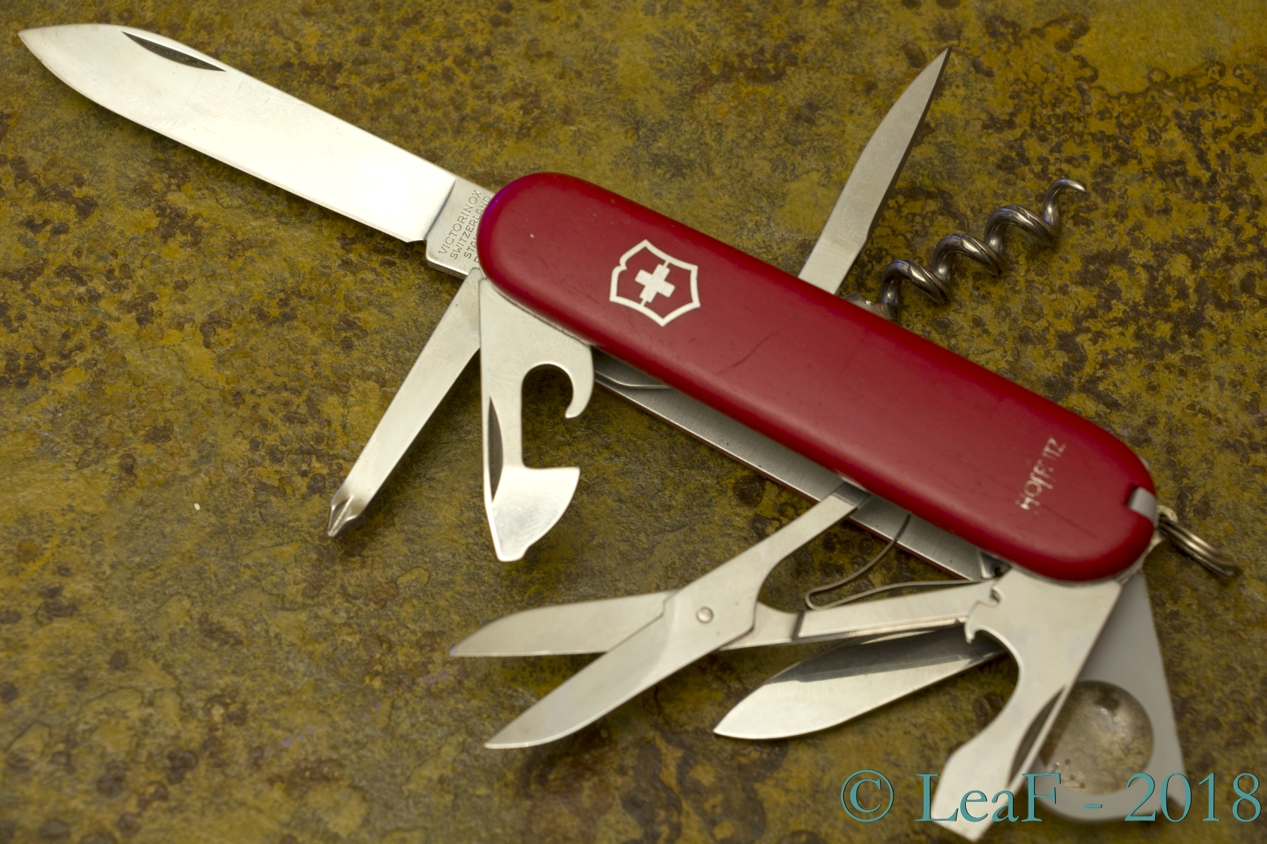 137 Explorer Swapped Layers Leaf S Victorinox Knives