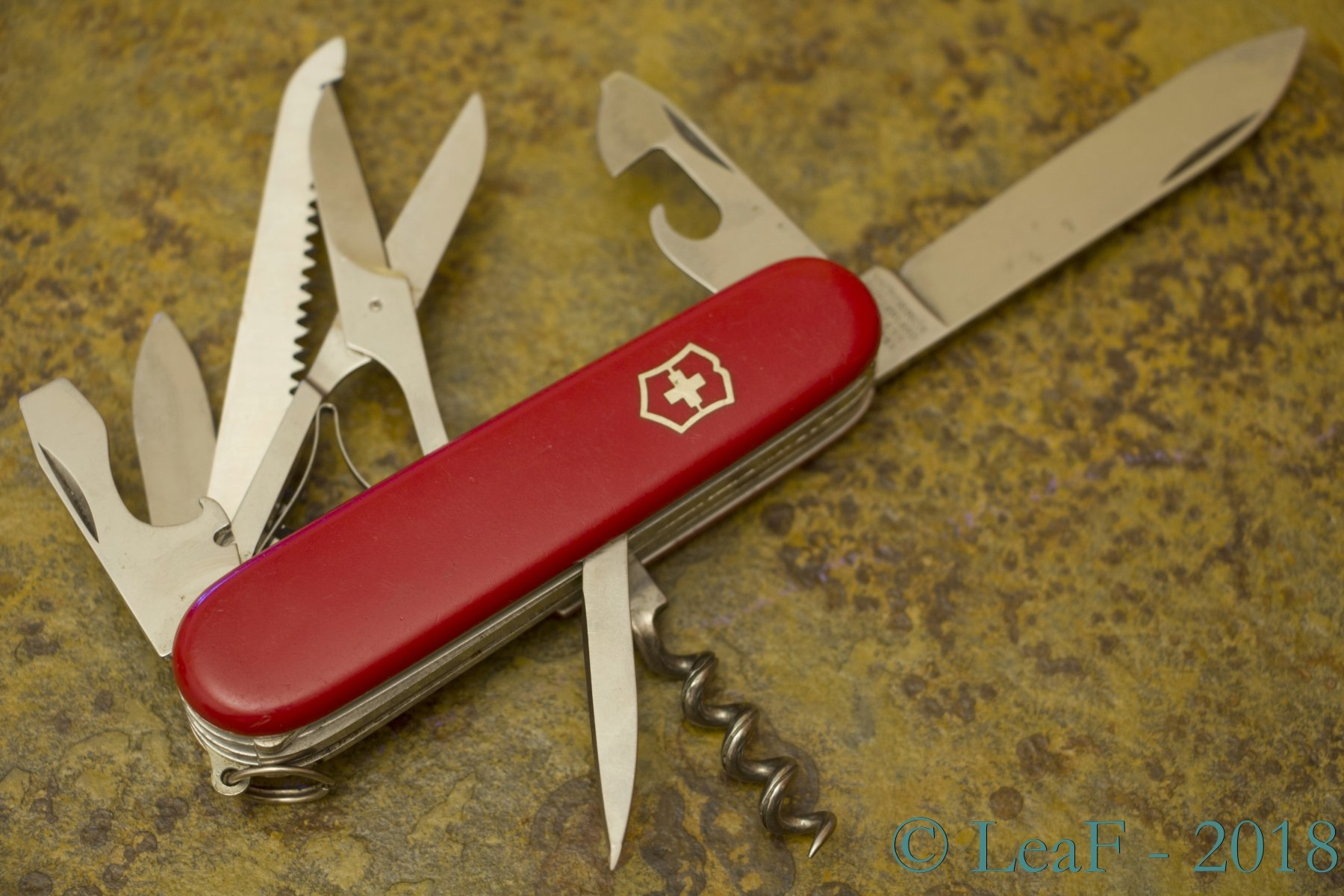 231 Woodsman Huntsman Leaf S Victorinox Knives Collection