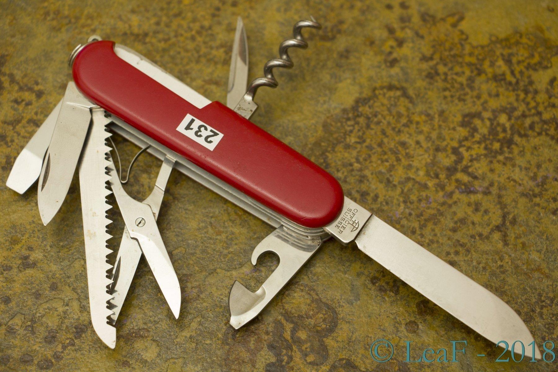 231 Woodsman Huntsman Leaf S Victorinox Knives Collection