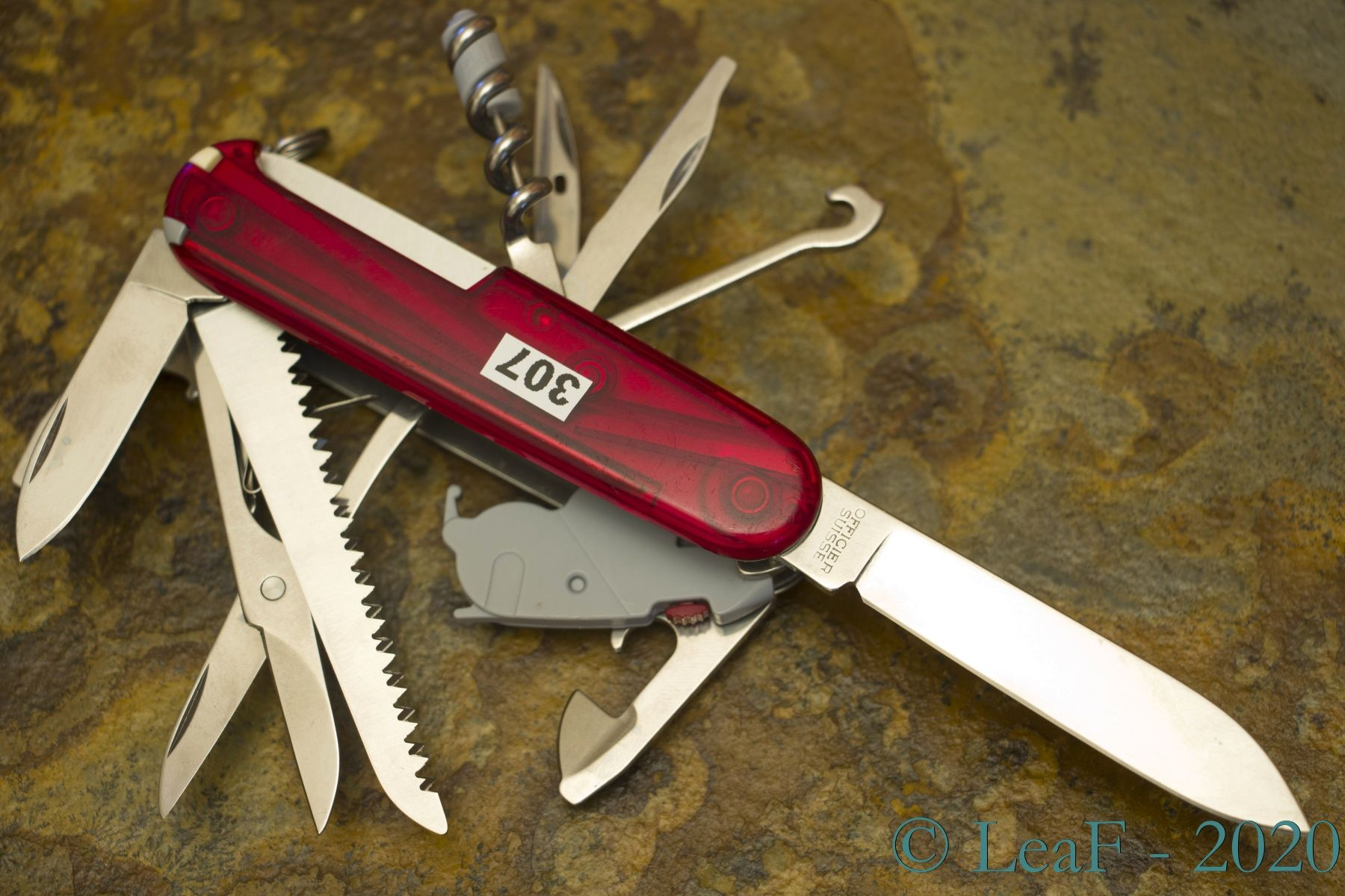 307 Huntsman Lite Leaf S Victorinox Knives Collection