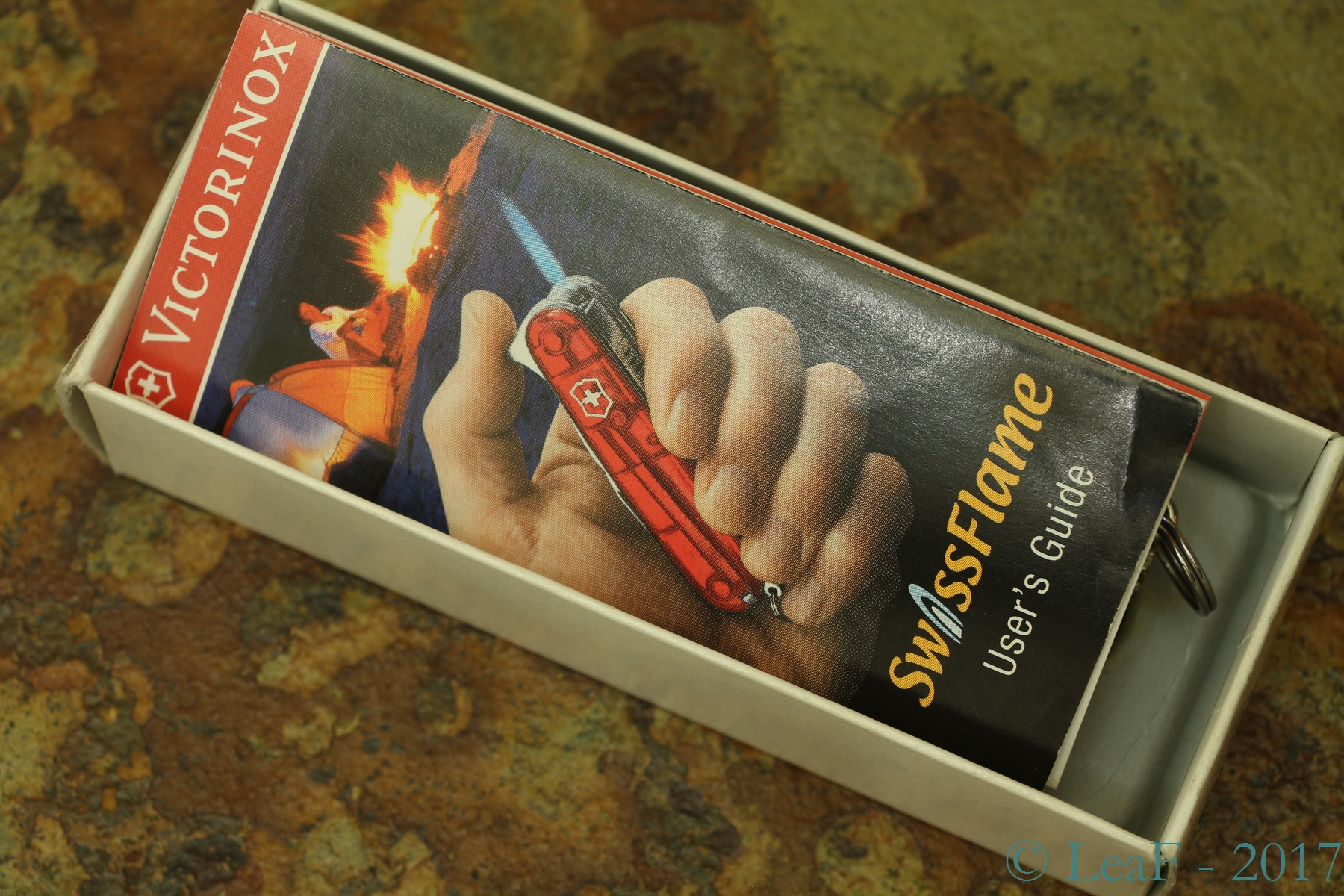 370 Swissflame Leaf S Victorinox Knives Collection