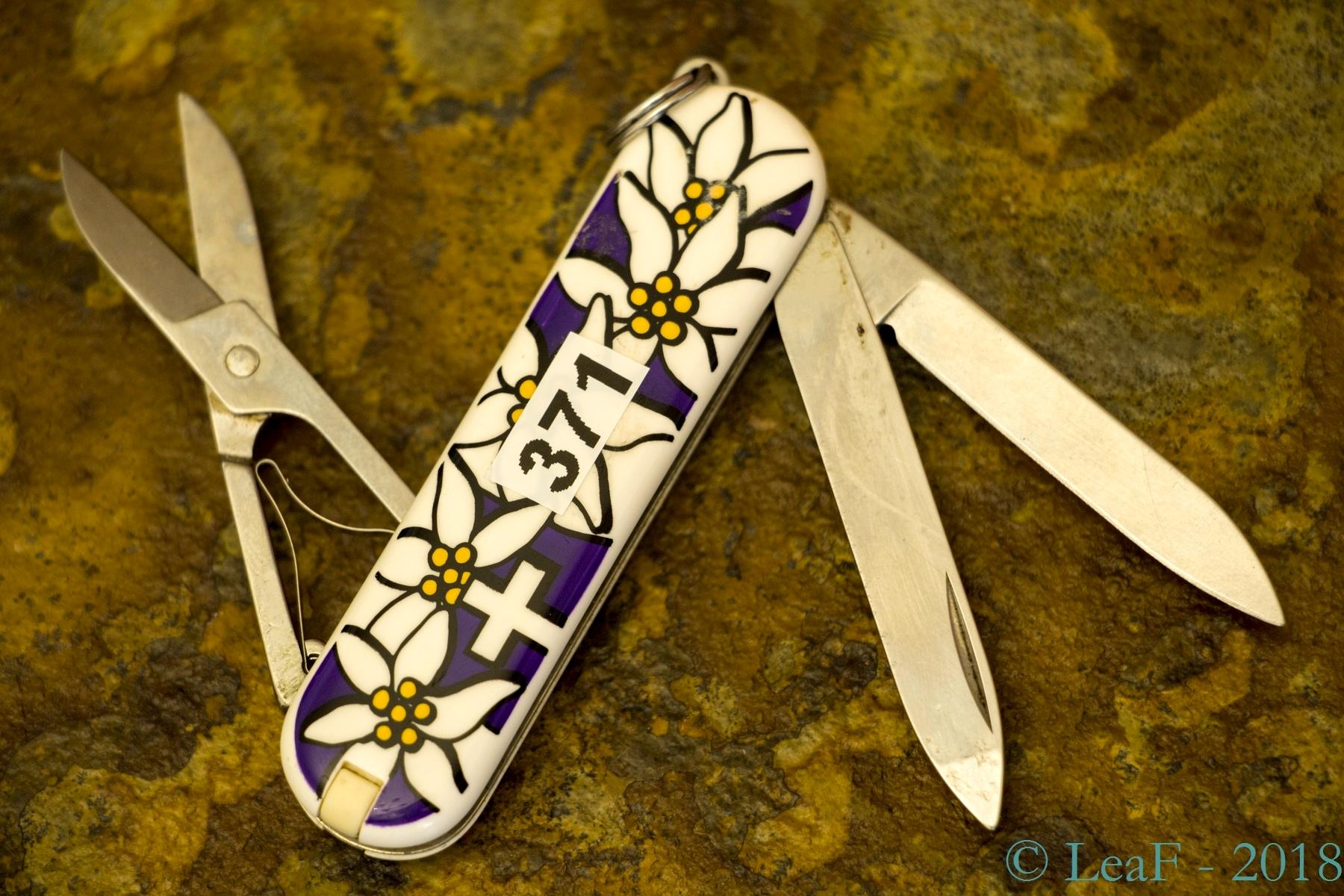 371 Classic Edelweiss Purple Leaf S Victorinox Knives