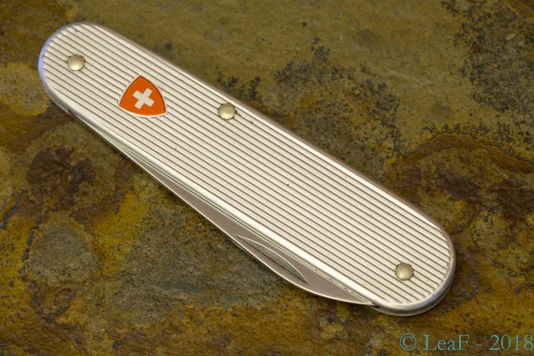 454 Bantam Alox Model 2230 S Leaf S Victorinox