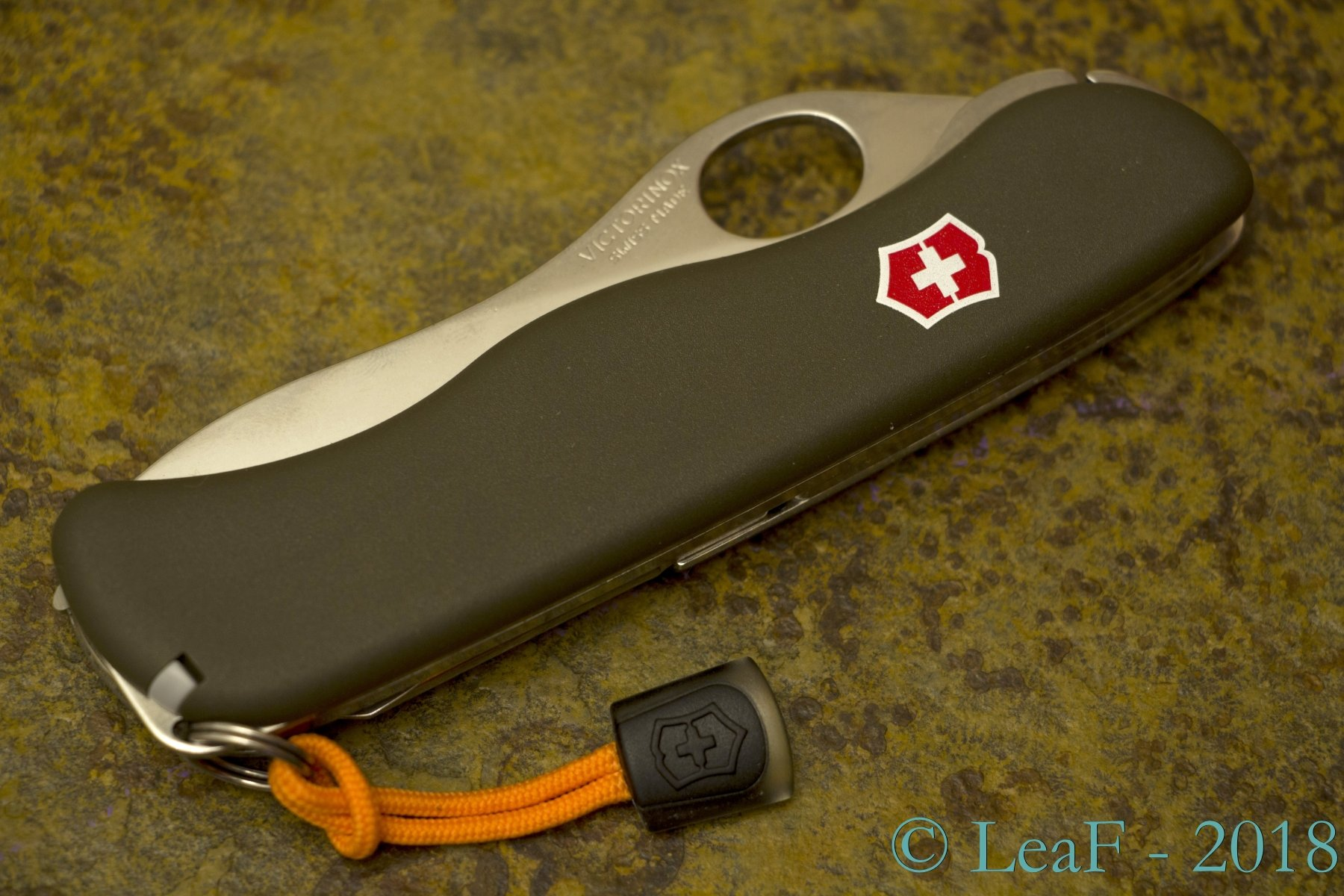 485 Lovec Leaf S Victorinox Knives Collection