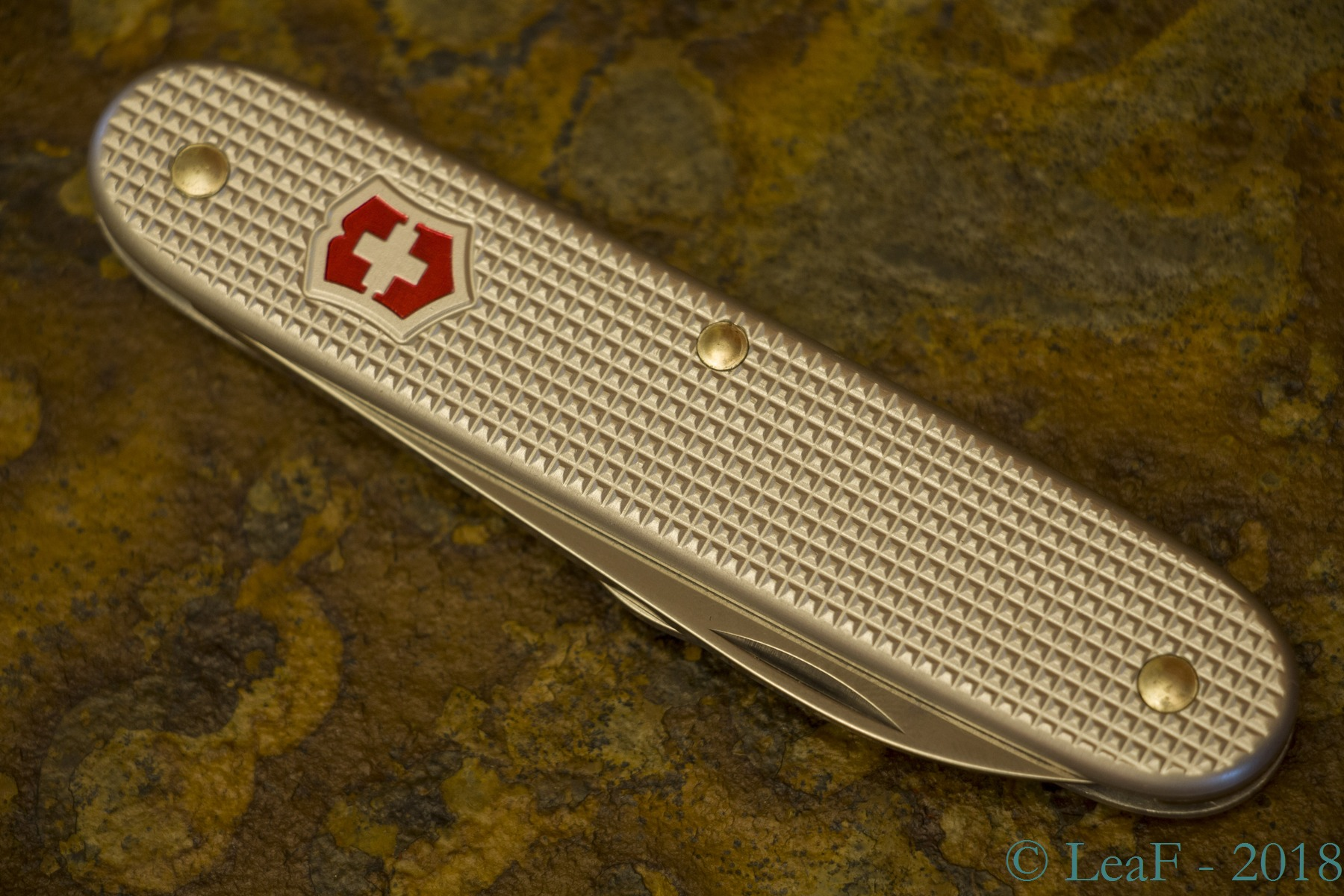 551 Apprentice Alox Leaf S Victorinox Knives Collection